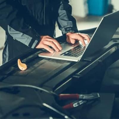 أهمية الفحص المنتظم للكمبيوتر في السيارة