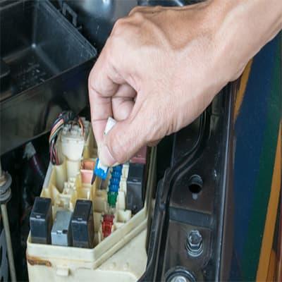 المكونات الكهربائية الأساسية في السيارة